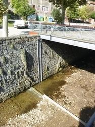 Aménagements de rivière pour le système de surveillance des cours d'eau
